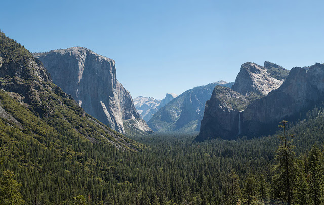 Yosemite Valley from Tunnel View at Midday, 2013; photo by David Iliff, Creative Commons License