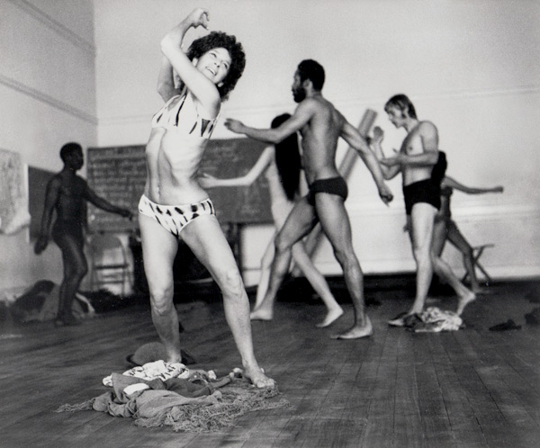 Anna Halprin with dancers from the San Francisco Dancers' Workshop and Studio Watts School for the Arts, during a rehearsal for Ceremony of Us, 1969. Courtesy of Anna Halprin.